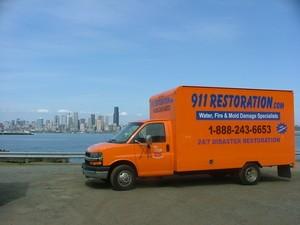 911 Restoration of Chicago | Truck and Chicago Skyline